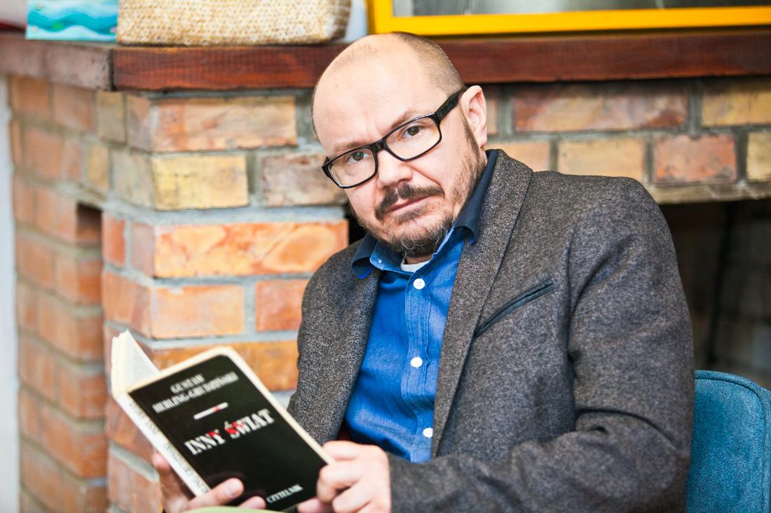 """Grzegorz Gromek czyta """"Inny świat"""""""