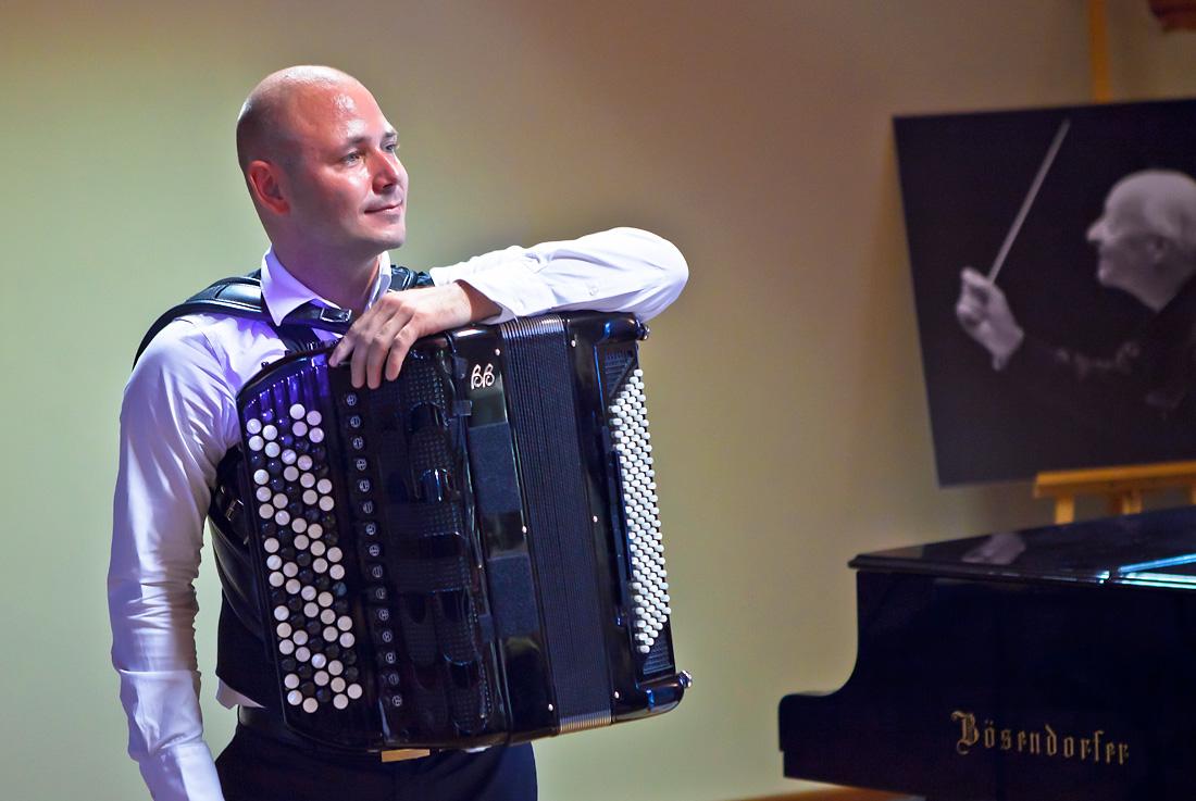 Akordeonista Marcin Wyrostek